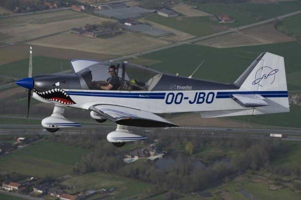 Stuntvlucht met professionele piloot
