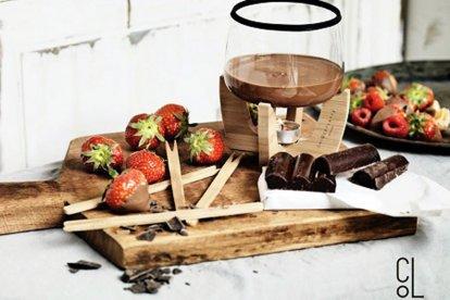Geniet van een heerlijke chocoladefondue met vers fruit, marshmallows, koekjes en natuurlijk heerlijke (warme) chocolade! Ga je voor melk, wit of puur? Hoe dan ook, een gezellige middag (of avond) voor twee wordt het zeker!