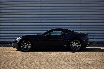 Rijden in een echte Ferrari is voor velen een droom. En dat is niet zo gek! Want een Ferrari California glijdt als vanzelf over de openbare weg en geeft je een ervaring om nooit meer te vergeten. Gelukkig worden dromen wel eens werkelijkheid! Geef jezelf of een ander een geweldige rit in een Ferrari California cadeau.