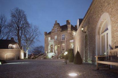 Als jullie graag op een bijzondere locatie willen dineren, is dit kasteel daar perfect voor. Samen genieten jullie van een uitgebreid viergangen verrassingsdiner. Extra leuk: dit kasteel is het kleinste kasteeltje van Nederland!