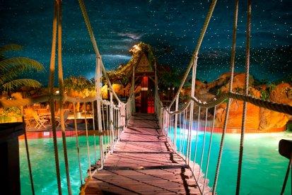 Zwemmen onder een sterrenhemel, bubbelen in het bubbelbad of ontspannen in de sauna. Tijdens deze belevenis geniet je met twee personen van alle faciliteiten in een subtropisch zwem- en saunaparadijs Preston Palace. En jullie gaan ook heerlijk dineren in het kiprestaurant!