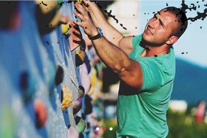 Klim en bedwing De Muur. Ervaar de adrenaline kick van het klimmen en abseilend weer naar beneden suizen. Er zijn verschillende niveaus, dus of je nu een beginner of een ervaren klimmer bent: voor iedereen is De Muur een grote uitdaging!