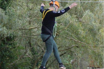 Waan je voor even een heuse King Kong in dit grootse en avontuurlijk klauter-, balanceer- en klimpark. Bereid je voor op een flinke portie adrenaline en trotseer de vele hindernissen die in dit park op je af zullen komen. Haal jij het eindpunt van Gorilla Ville? Succes!