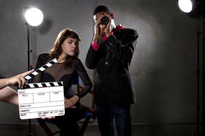 Wie heeft er niet eens gedroomd van een rol in een bekende tv-serie of film? Maak deze droom waar en begin je acteer-carrière met deze unieke workshop camera acteren. Je krijgt op een ontspannen en professionele manier les van ervaren en bekende docenten.