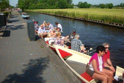 Fluisterboot varen in Giethoorn