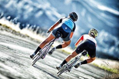 Beleef de Tour de France nu zelf. Niet als toeschouwer, maar als fietser! Met de racefiets maak je een tocht over een deel van het parcours van de Tour de France 2015. Je fietst daarbij van Ouddorp naar de fameuze Deltawerken. Een unieke tocht, speciaal voor Tour-liefhebbers!